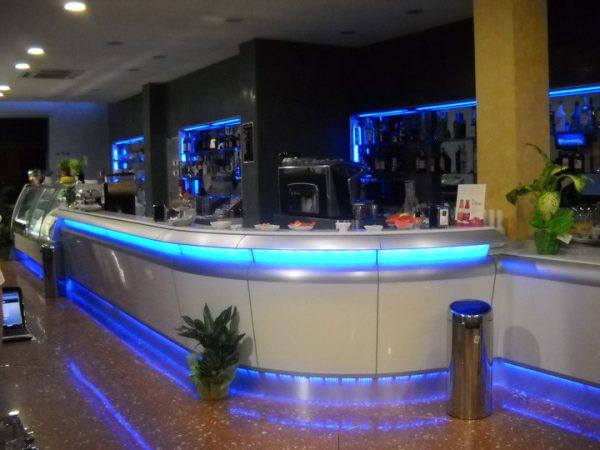 bar pasticceria luci blu