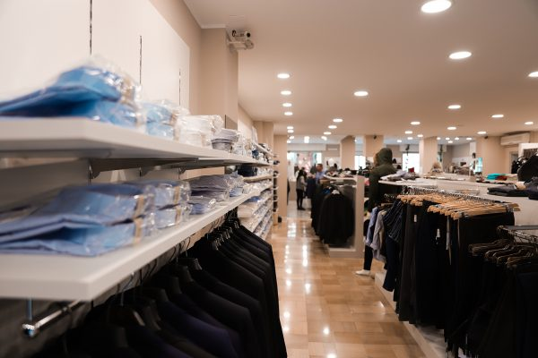 camicie e pantaloni negozio